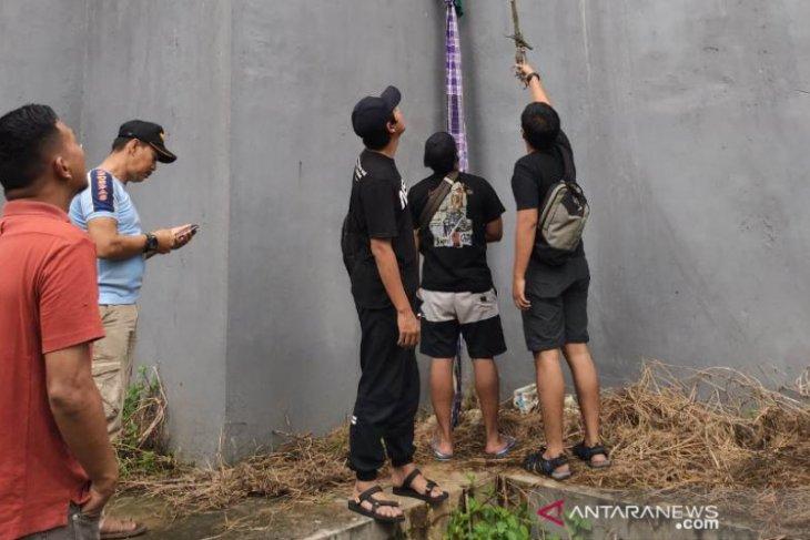Dua napi Lapas Kelas II B Tanjung Pandan kabur dengan memanjat tembok