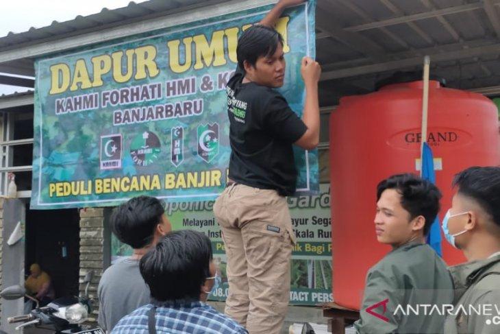 HMI dan Forhati Banjarbaru bantu korban banjir