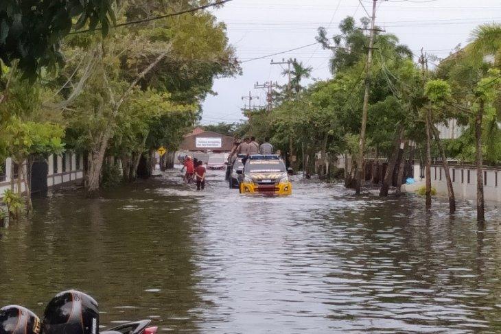 A total of 771 families in Banjarmasin take refuge