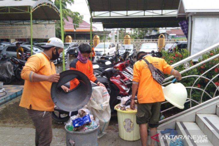 DLH Banjarmasin harus kerja keras atasi sampah di masa banjir