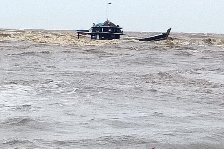 Dihantam ombak besar kapal muatan sawit tenggelam di perairan Tanjung Jabung Timur