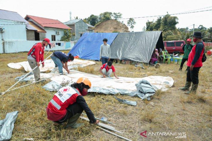 PMI dirikan tenda darurat untuk pengungsi korban gempa di Mamuju