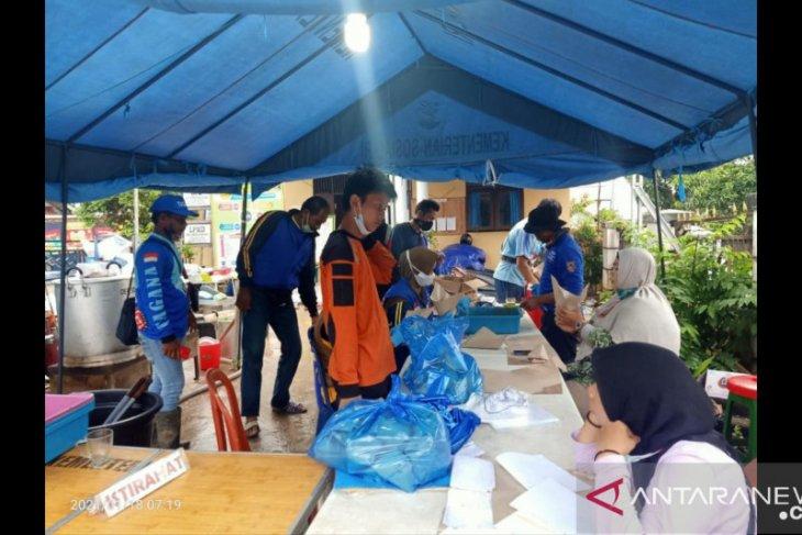 Dinas Sosisal Tanah Bumbu bangun dapur umum untuk korban banjir
