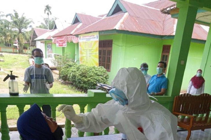 Ratusan orang di Mukomuko dites usap COVID-19