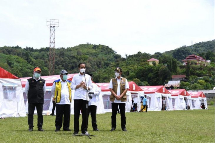 Presiden Jokowi kunjungi posko pengungsian korban gempa Mamuju