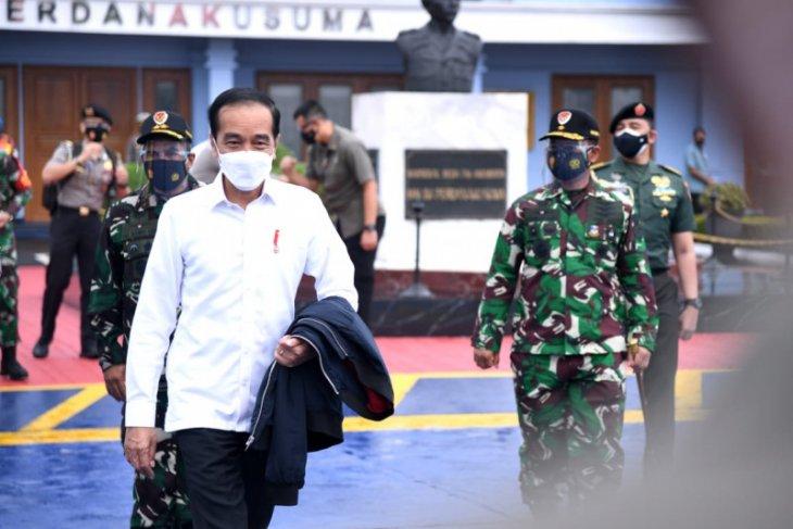 Presiden Jokowi tinjau lokasi gempa di Sulawesi Barat