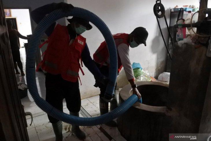 PMI Jember normalisasi sumur warga terdampak banjir