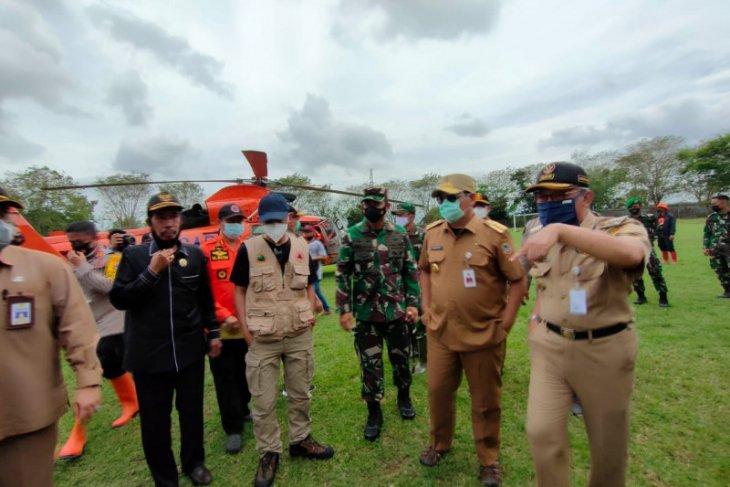 Marinir dan pasukan katak diterjunkan tangani banjir di HST