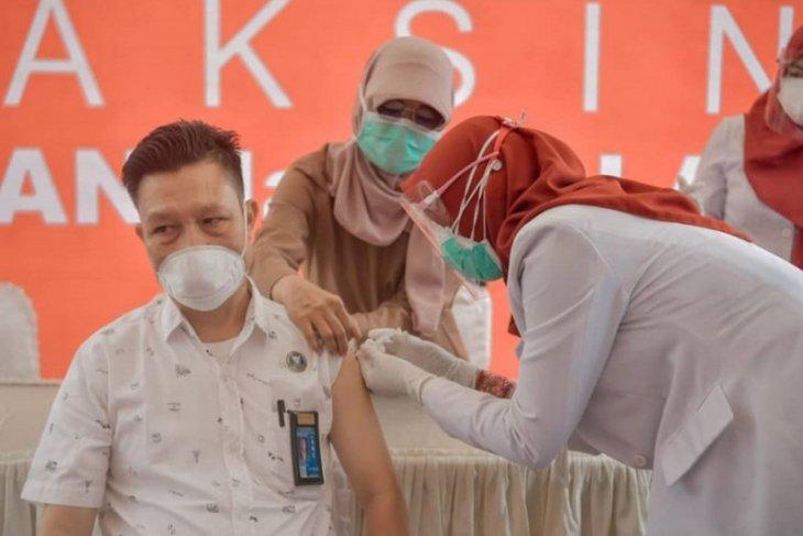 Banyak tenaga kesehatan Kota Jambi darah tinggi sehingga batal divaksin