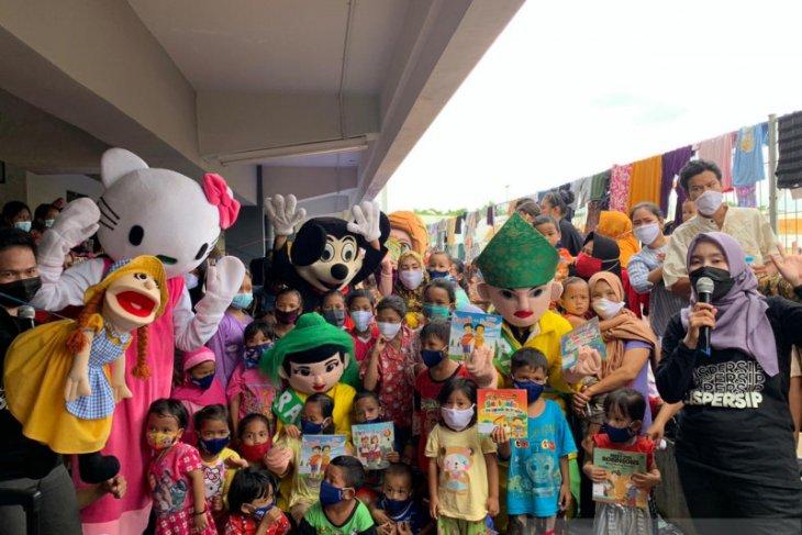 Dispersip hadirkan keceriaan bagi pengungsi di Stadion Demang Lehman
