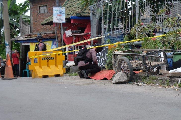 Gegana Polda Jatim amankan temuan granat nanas dan peluru di gorong-gorong