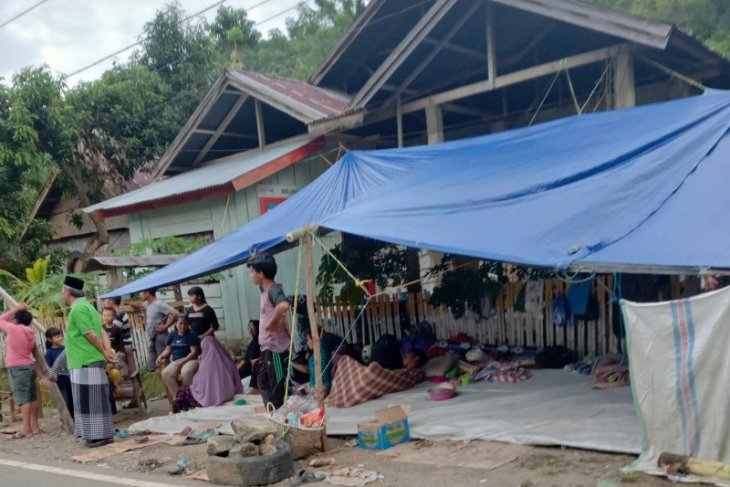 Sebagaian pengungsi gempa Mamuju kembali ke rumah
