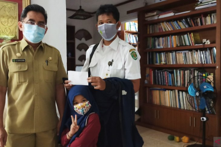 Asisten I Dukung PWI Kaltim Serahkan Bantuan Korban Banjir Kalsel