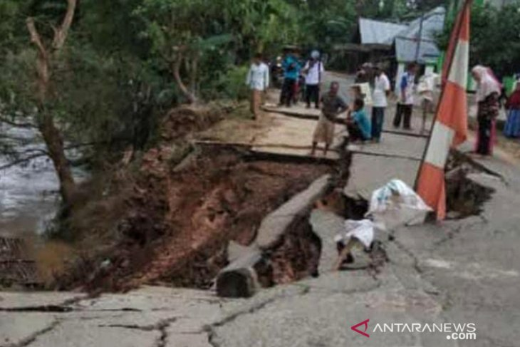 HST flood: Lanslide occurs in Ilung Pasar Lama