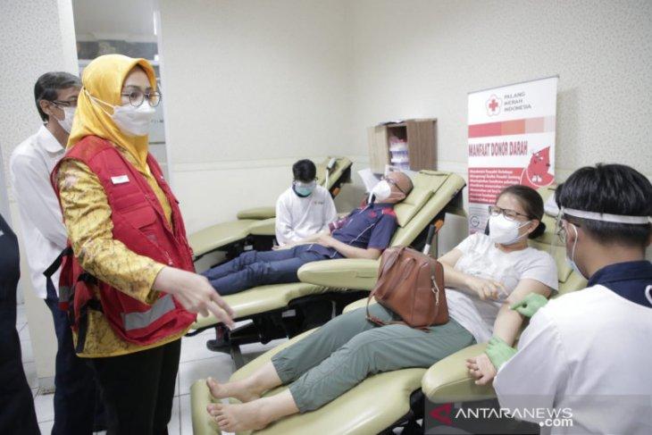 PMI Tangsel distribusikan kantong plasma konvalesen ke RS