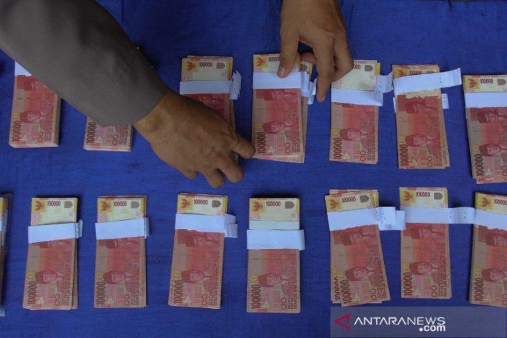 Polisi ungkap peredaran uang palsu di Surabaya