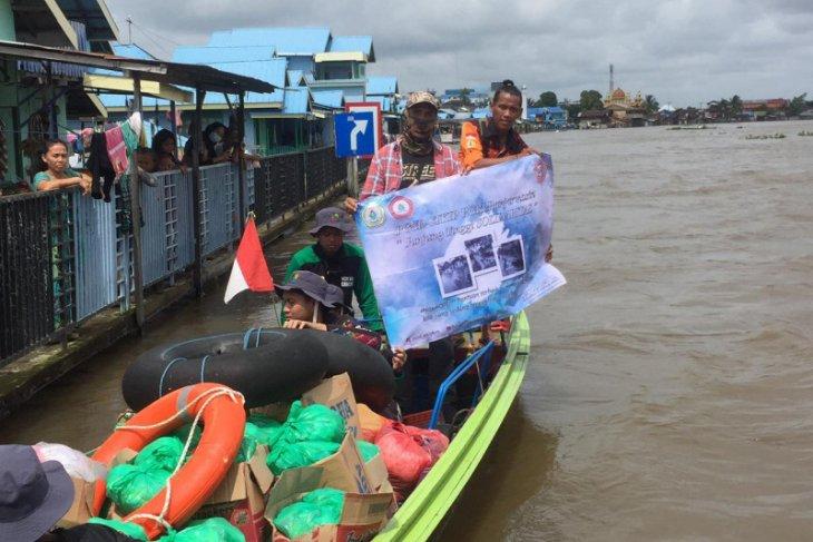 LLDIKTI Wilayah XI bergerak bersama 49 PTS Kalimantan bantu korban banjir