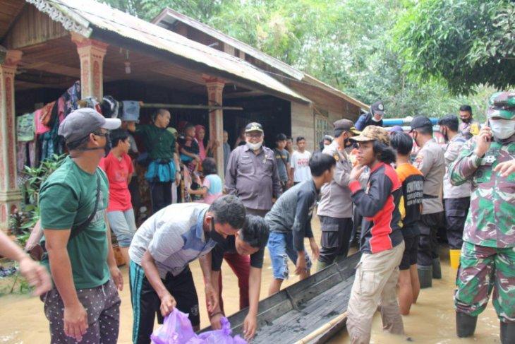 Bupati Balangan pantau banjir di Desa Pimping