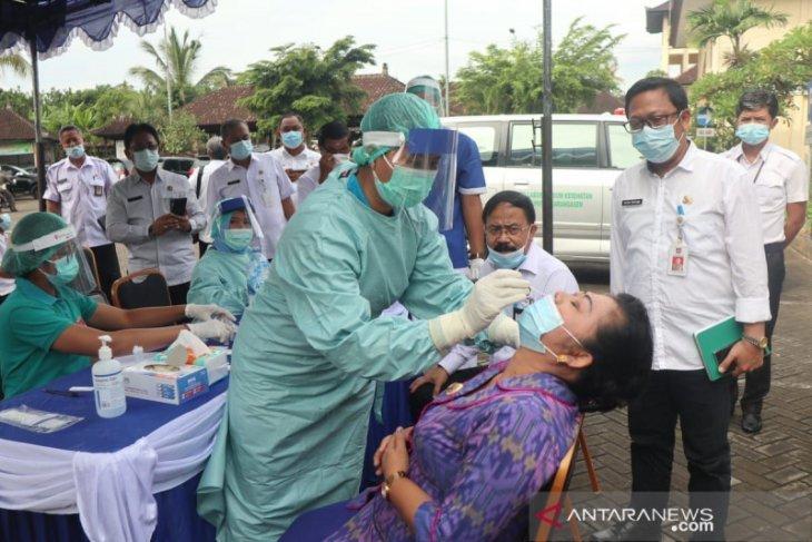 Bupati Karangasem laksanakan Rapid Antigen sebelum rapat