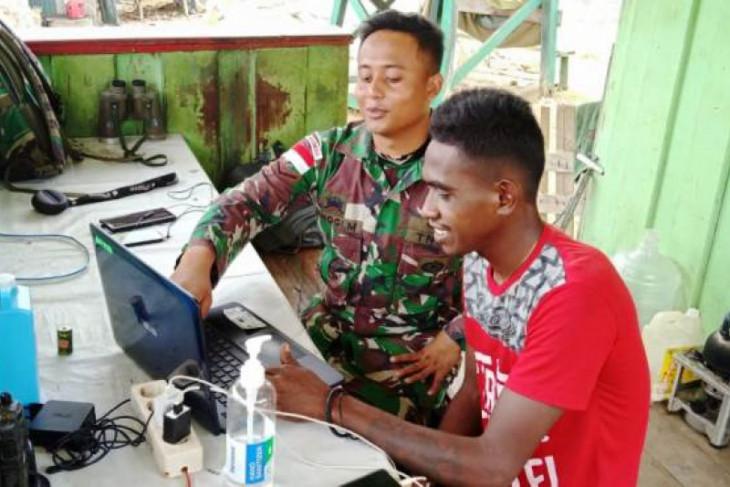 Satgas Yonif MR 413 tranfer ilmu teknologi ke pemuda di perbatasan