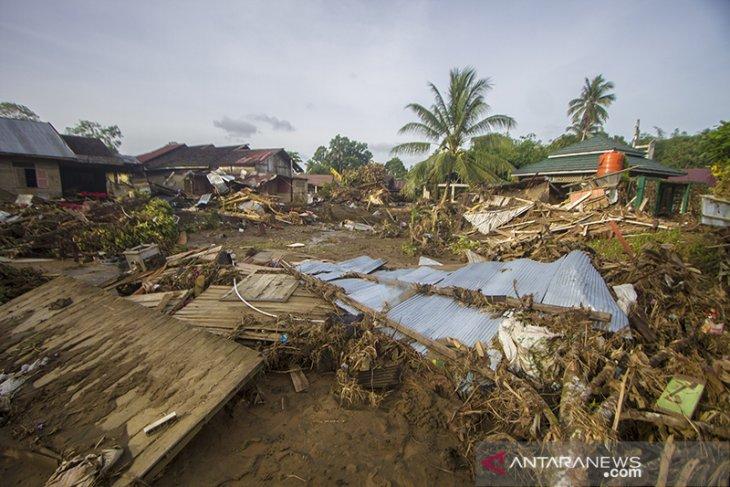 Dampak Banjir Bandang di Hulu Sungai Tengah