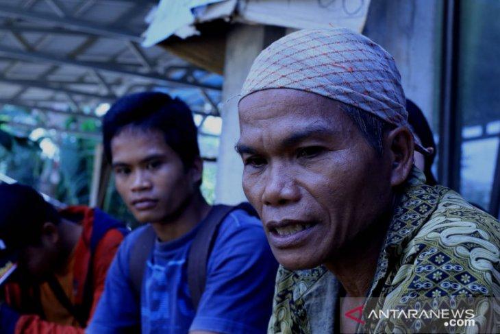 Satu keluarga tertimbun longsor, 2 mayat masih terkubur di Desa Patikalain, HST