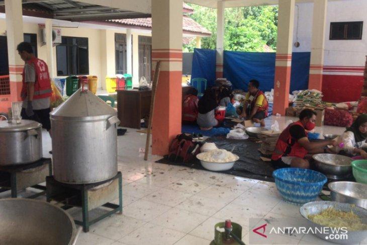 PMI Jember diirikan posko dapur umum di lokasi terdampak bencana banjir