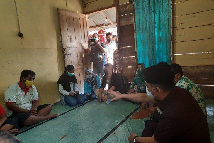 Wali Kota Jambi berikan bantuan kepada warga penderita glukoma