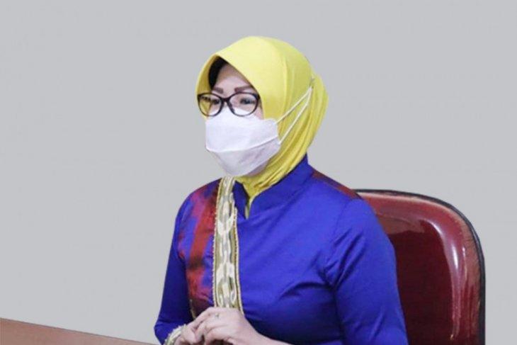 Kembangkan tenun sidan, Dekranasda Kalbar gandeng desainer nasional