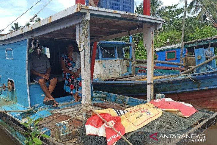 Nelayan Singkawang tak melaut karena cuaca kurang bersahabat
