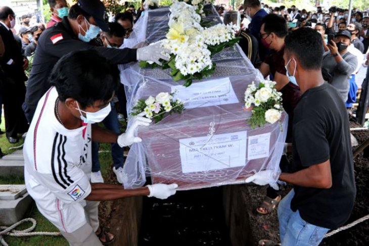 Pemakaman jenazah pramugari korban Sriwijaya Air