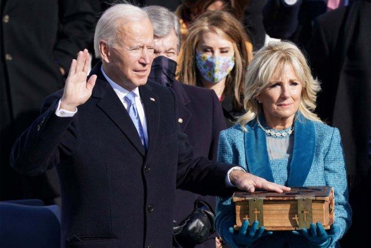 Biden  tanda tangani 15 tindakan eksekutif terkait pandemi dan iklim