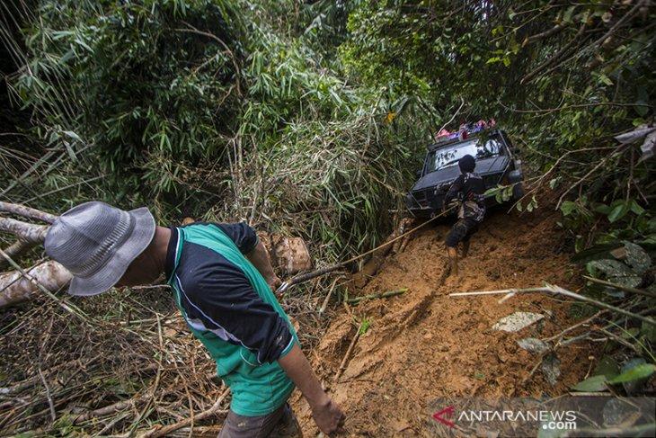 Distibusi Bantuan Bencana Banjir di Pedalaman Meratus