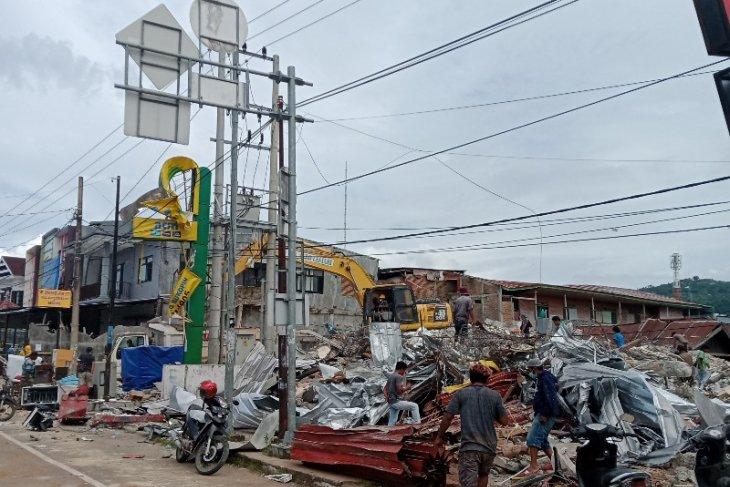 Pengungsi gempa Mamuju kesulitan air bersih