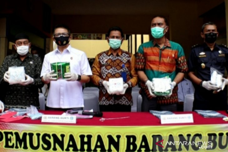 Ditresnarkoba Polda Kalbar musnahkan barang bukti 4 kilogram sabu