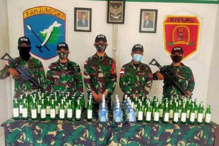 Satgas Pamtas amankan sebanyak 144 botol minuman keras ilegal