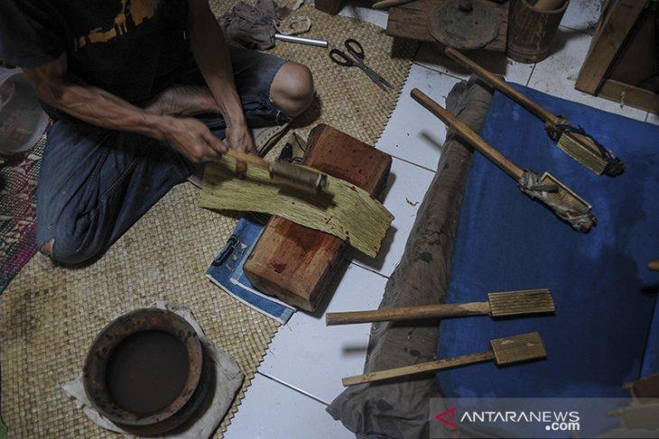 Pelestarian Daluang di Bandung