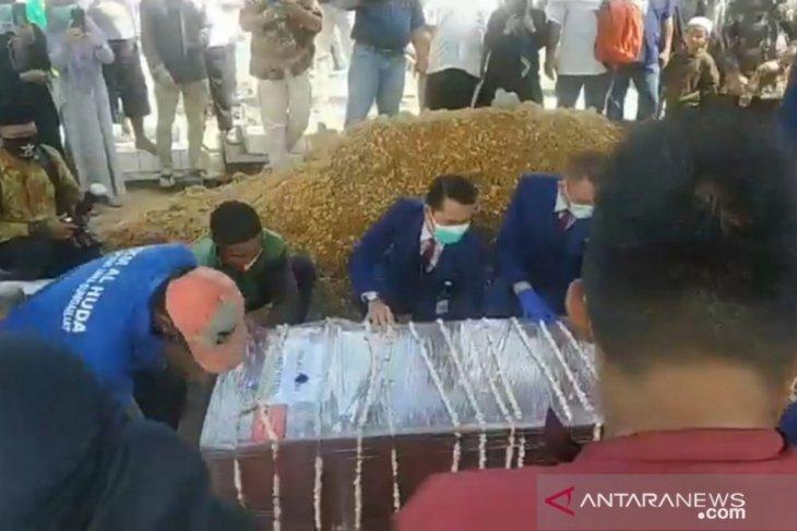 Bupati Bangka sampaikan duka  atas meninggalnya pramugara SJ-182 Y Andhika