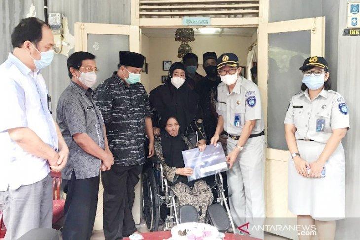JR Babel Serahkan Santunan ke Keluarga Crew Sriwijaya Air SJ-182
