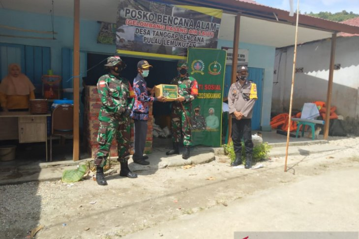 Dandim 1202/Singkawang berikan bantuan korban bencana di Pulau Lemukutan