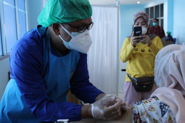 Nakes sebut vaksinasi upaya saling melindungi dari penularan COVID-19