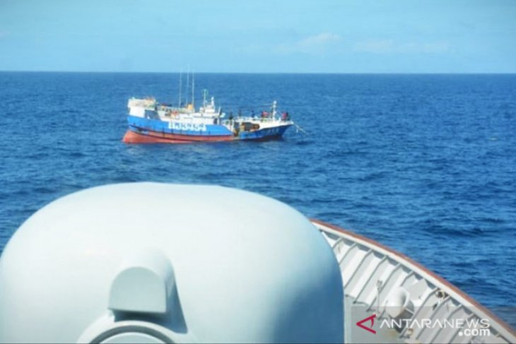 Illegal Taiwanese fishing ship comes under Indonesian Navy's net