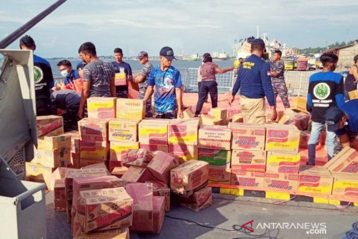 Pemerintah Kabupaten Penajam kirim logistik 11 truk ke Sulbar