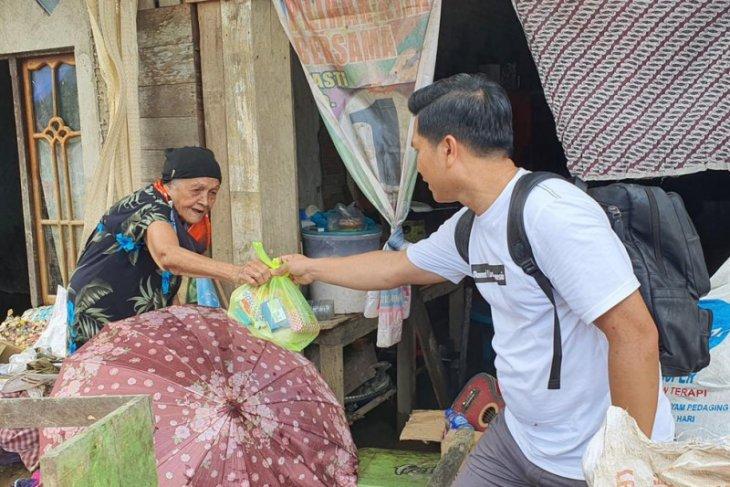 Legislator Balangan bersama Balangan Peduli bantu korban banjir HST