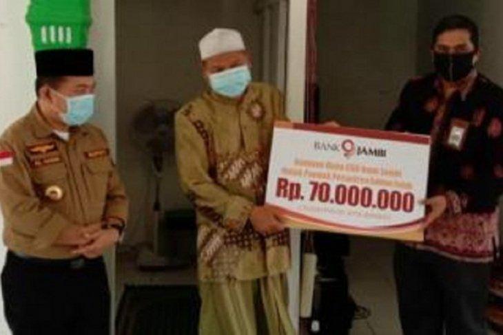 Bupati Merangin serahkan CSR Bank 9 Jambi untuk Ponpes Al Fatah