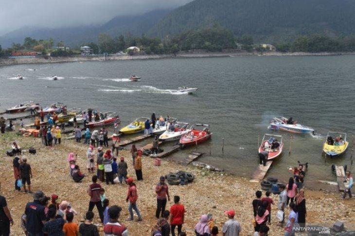Pemkab Magetan targetkan PAD Rp13,9 miliar dari Wisata Telaga Sarangan