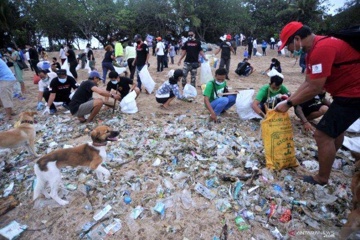 Pemkab apresiasi masyarakat Badung ikut bersihkan sampah pantai