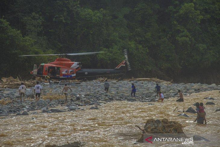 Distribusi Logistik Bantuan Korban Banjir Melalui Jalur Udara