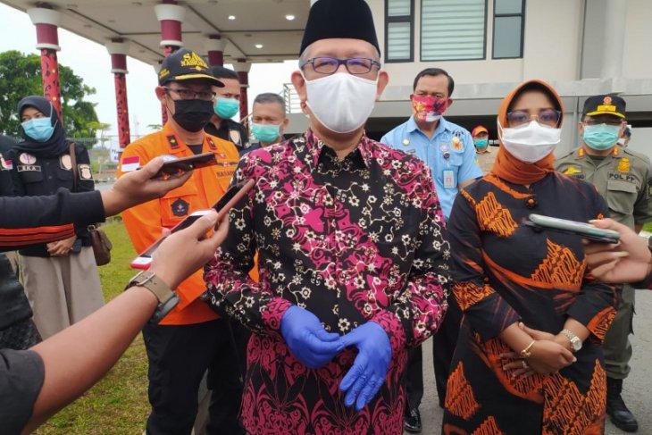 West Kalimantan Governor Sutarmidji welcomes arrival of SJ-182 victims coffins