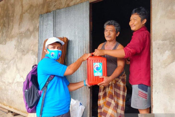 Kader gelora Kalsel terobos banjir bantu air bersih warga Batola